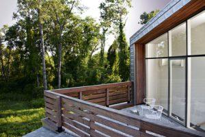 Выбор материала для напольных покрытий на открытом балконе или террасе