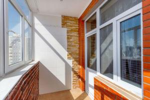 Выбор материала для напольного покрытия в застекленном балконе